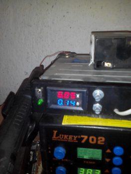 Показания лабораторного блока питания при подключении светодиодов