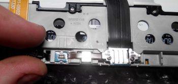Отключение коннектора слева