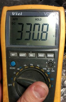 Напряжение на сетевом конденсаторе.