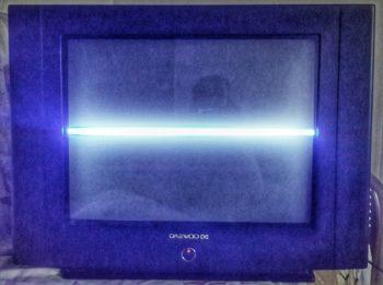Неисправный DAEWOO KR21D2S, с полосой в центре экрана